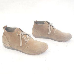 🤎Eddie Bauer Suede Chukka low rise boots size 8
